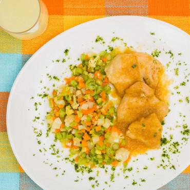 Filé de Frango ao Molho de Curry com Legumes 204kcal 300g LOWCARB